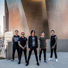 expand Sleeping With Sirens live.